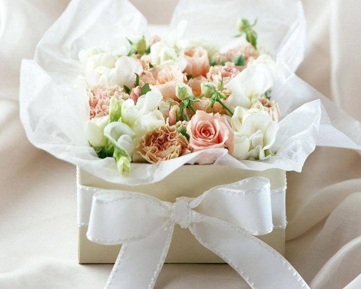 Gambar Bunga Mawar Putih Dan Lainnya dalam Rangkaian