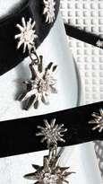 Trachtenkropfband mit elastischem Satinband im Kostümverleih Fasntastico mieten