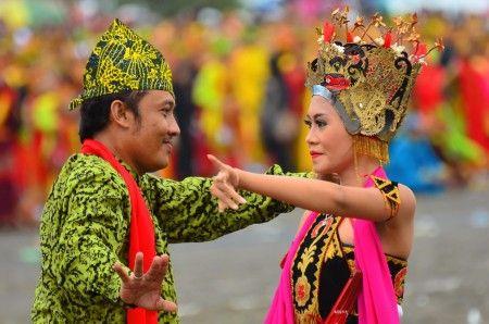 Simon Anon Satria: The famous Gandrung Dance from Banyuwangi, East Java - Indonesia.