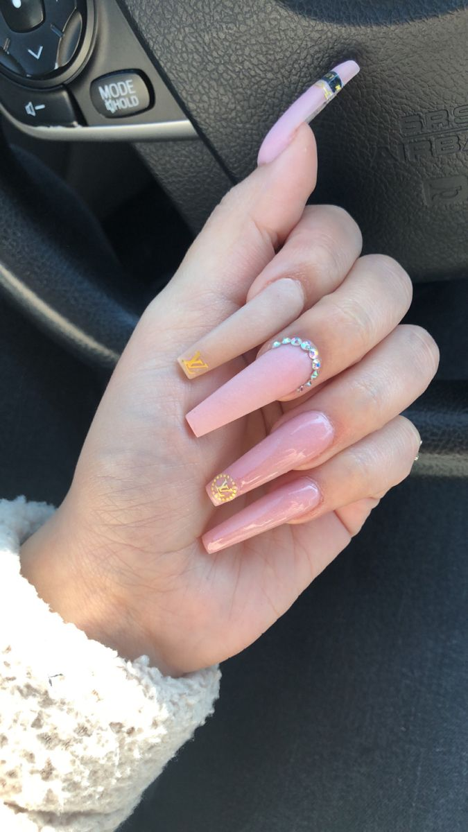 Pink Lv Nails In 2020 Nails Pink Cinnamon Sticks