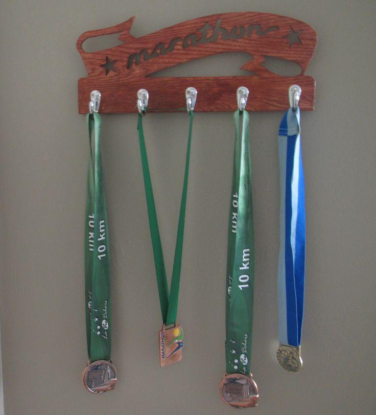 Support à médailles, en chêne