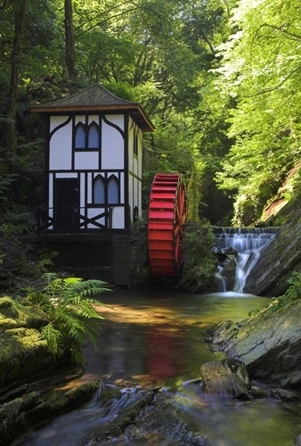 Picture - Waterwheel at Groudle Glen.   PlanetWare