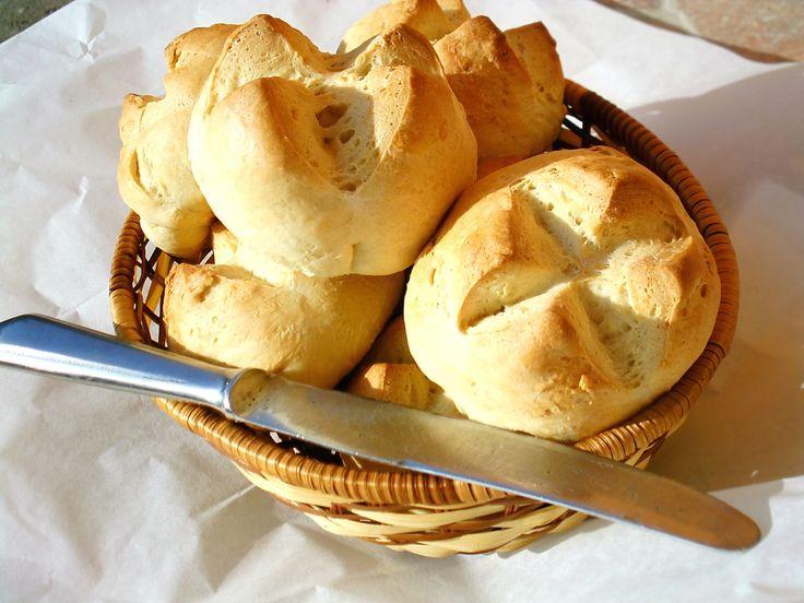 Ez egy francia péksütemény, aminek a héja puha, a belseje pedig könnyed, foszlós. Nagyon egyszerűen elkészíthető!