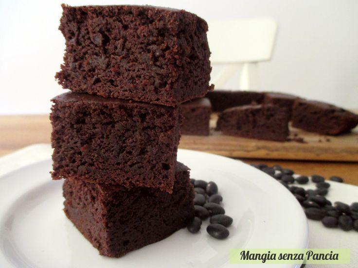 I brownie sono un dolcetto tipico americano. I brownie senza farina sono la versione leggera e adatta a chi è intollerante al glutine!