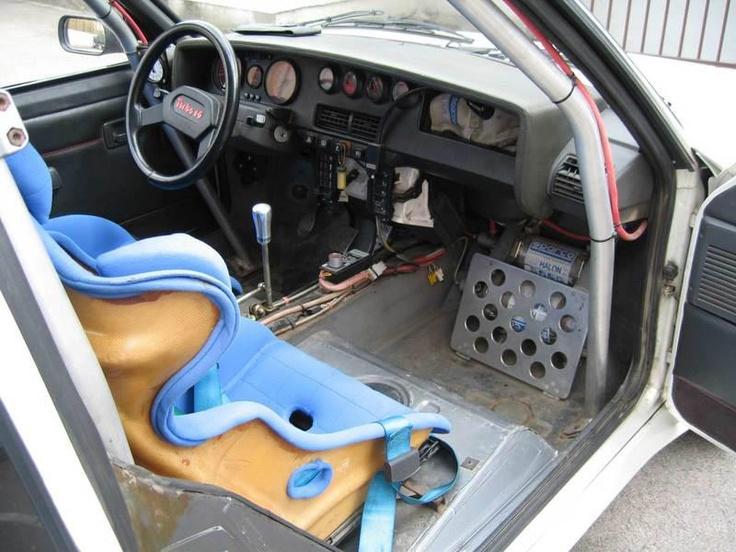 ra Interior de un Peugeot 205 T16