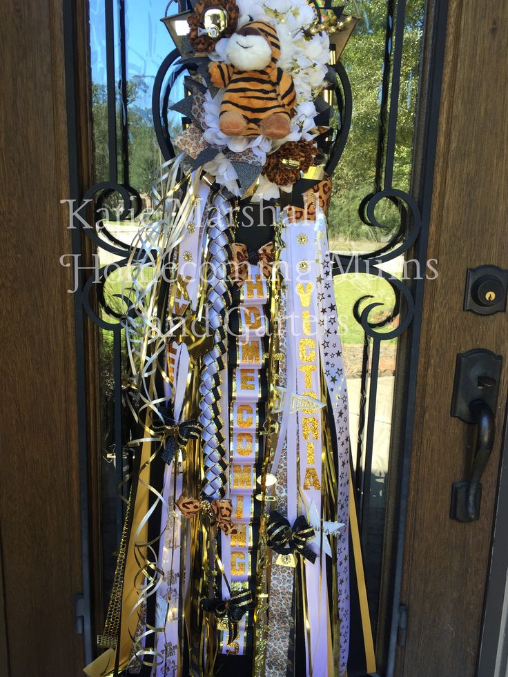 Homecoming Mum Conroe High School Created by Katie Marshall www.mytexashomecoming.com www.facebook.com/txhomecoming