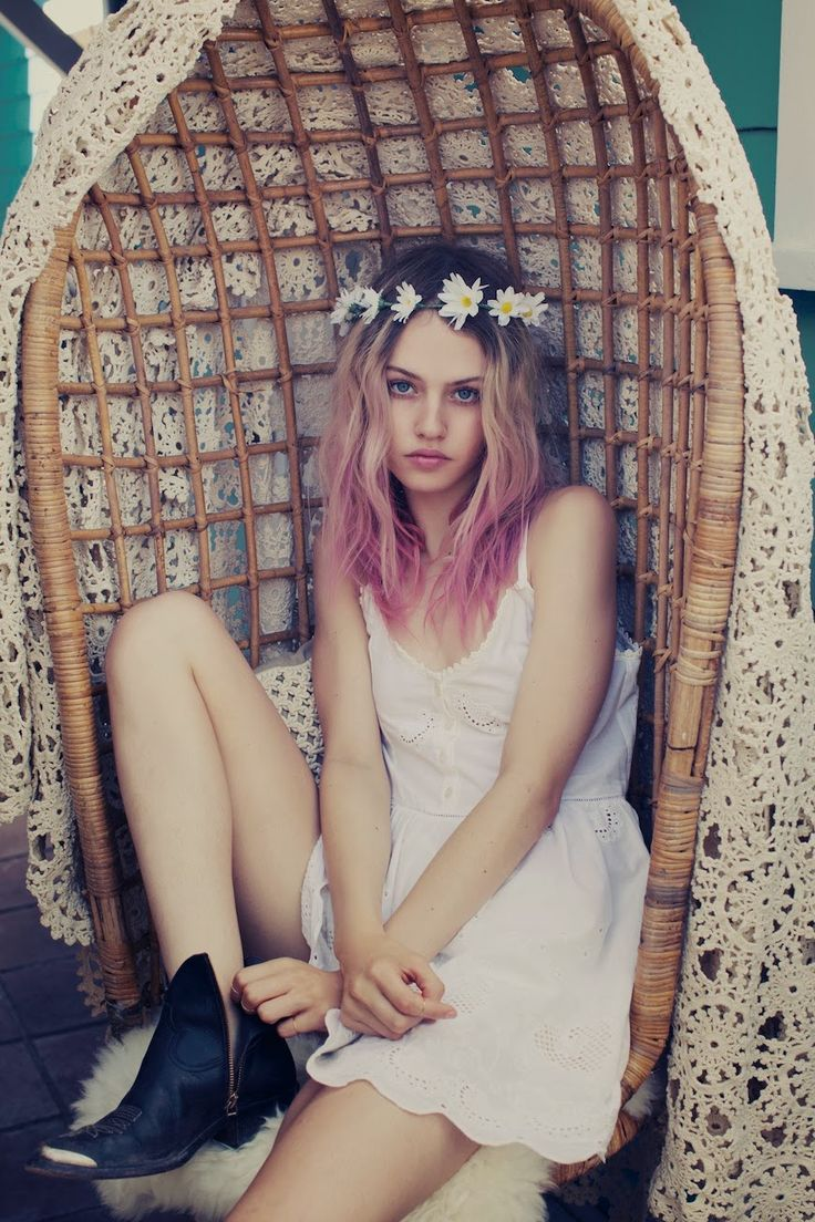 @Keke Korrin Can you make this happen with my hair? Minus the dark roots and flower crown I guess. :)