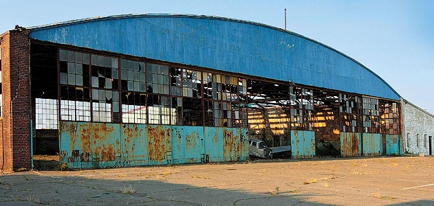 The Connecticut Air and Space Center wants to turn this old hangar into its new home.