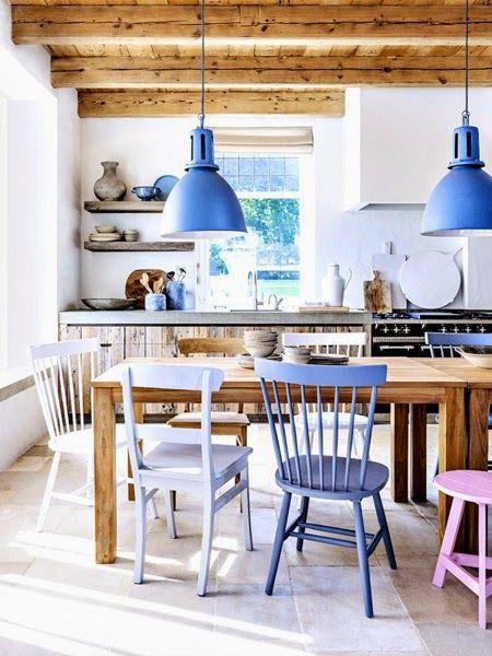 Stół, różne krzesła, fiolet, niebieski