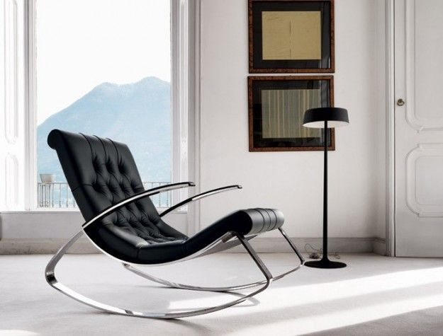 Poltrona in pelle nera - Come abbinare divano e poltrona per un soggiorno dal design contemporaneo.