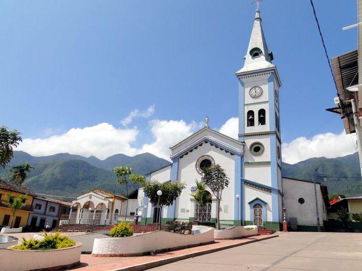 Iglesia Católica frente al Parque Centenario