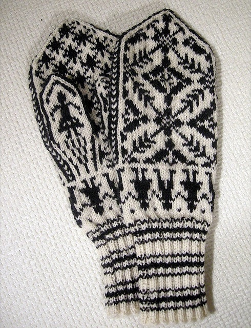 traditional latvian mittens