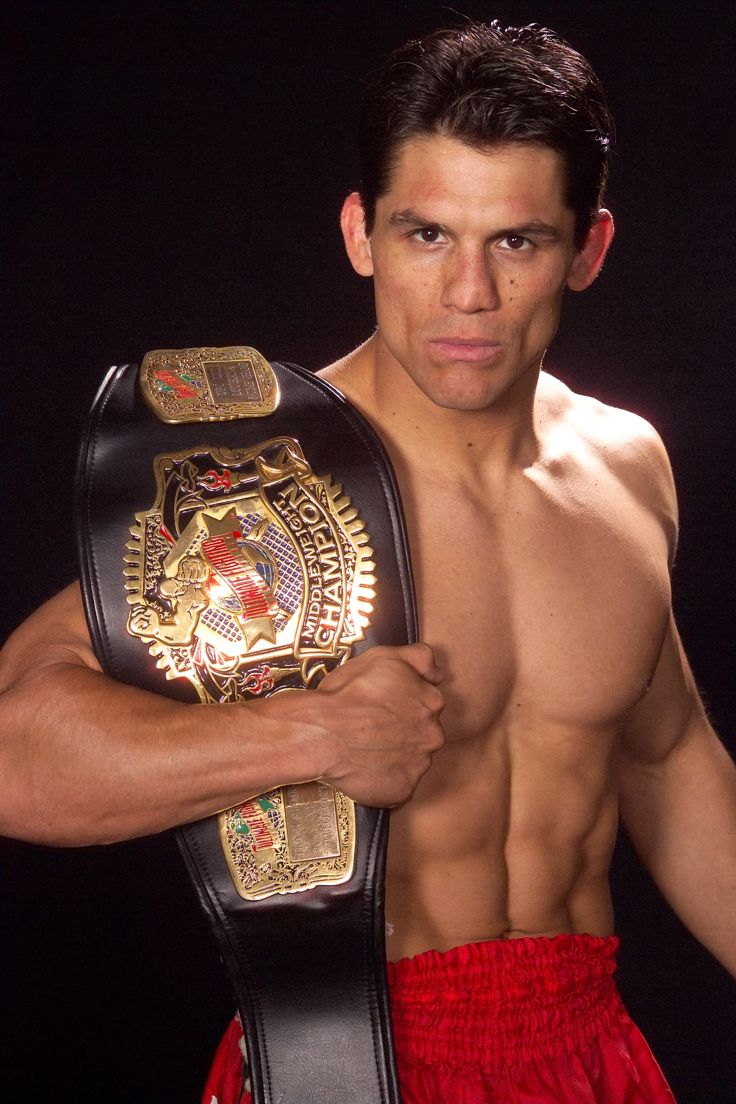 Frank Shamrock was the Black Belt Hall of Fame's 1998 Full-Contact Fighter of the Year. He holds the Guinness World Records for Fastest UFC Title Fight Victory by Submission in 16 seconds over Kevin Jackson at UFC Japan in Yokohama, Japan. Click on http://www.blackbeltmag.com/category/mixed-martial-arts-training/?topicid=2516 for more MMA info. (Photo by Rick Hustead) #mma #blackbeltmagazine #frankshamrock #ufc #martialarts