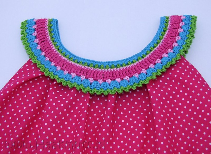 Haakmuts think the original pattern for collar is via fabenmix???