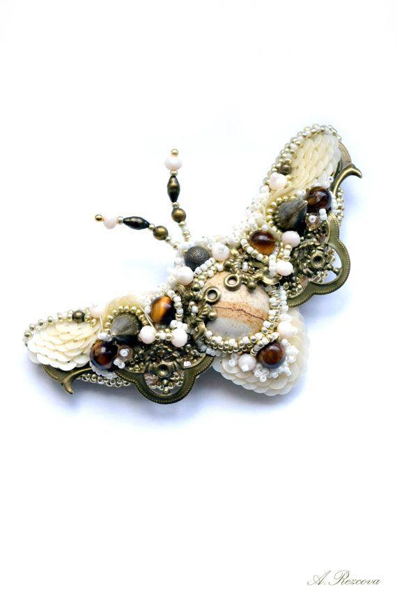 Schmetterling-Brosche.+Perlen+Stickerei+von+BeadedNatureJewelry