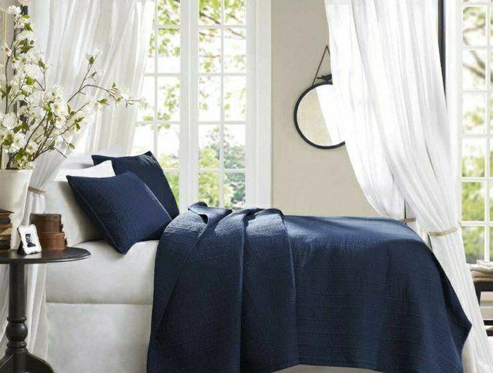 1-chambre-a-coucher-de-style-marin-deso-maison-bord-de-mer-coussins-bleus