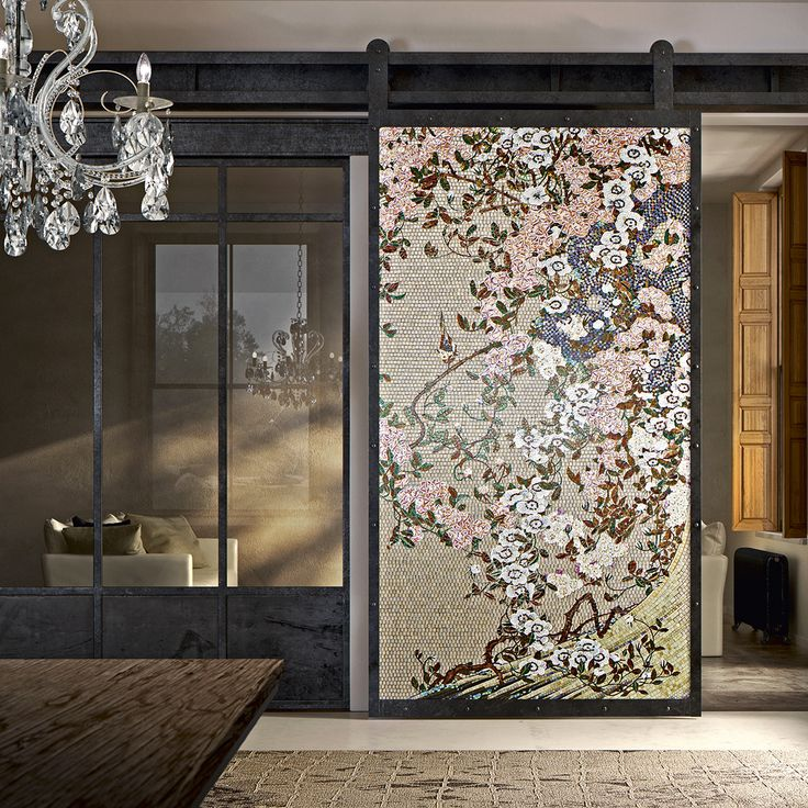 This precious panels draw inspiration from the famous paintings of the Japanese artist Ito Jakuchu.  The artists of the our Maison have recreated in mosaic every color and nuance with extreme precision and highlighted each details of the works.