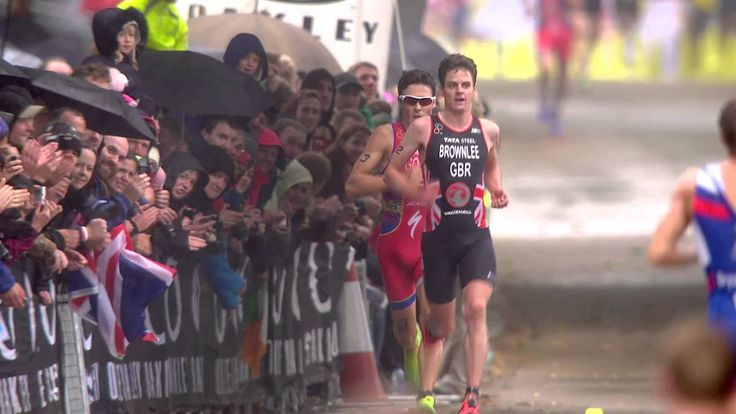 Brownlee vs. Gomez. The definition of running hard. #run #triathlon #itu