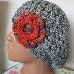 Crocheted hat with big orange flower Handmade attitude   by Zaraza Basca crosetata alb cu verde accesorizata cu brosa crosetata floare mare portocalie