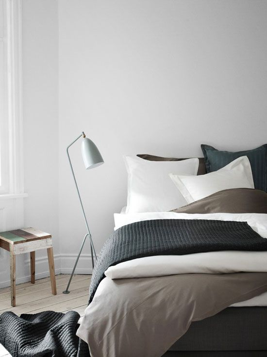 Eclairage avec un lampadaire dans la chambre / Lamp in the bedroom