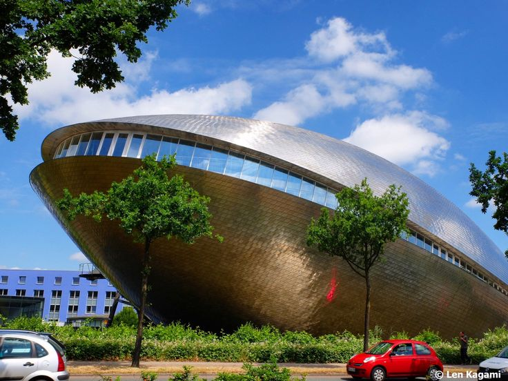 What do you see? A giant clam, a grinning whale or an UFO #architektur #architecture #museum #universum #bremen #germany #deutschland #travelblog #travelblogger