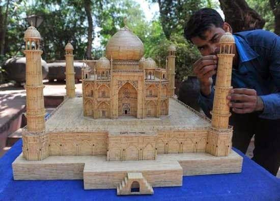 """بالصور.. تمتع ولا تتعجب.. فنان هندى يصنع مجسماً لـ""""تاج محل"""" بـ75 ألف عود كبريت.. وبريطانى يستخدم 10 آلاف عود لصناعة """"قيثارة"""".. وخريطة أمريكا تتكلف 50 ألفاً"""
