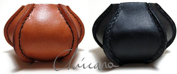 Black and brown large leather bracelets hand sewn with linen, by Chúcara.