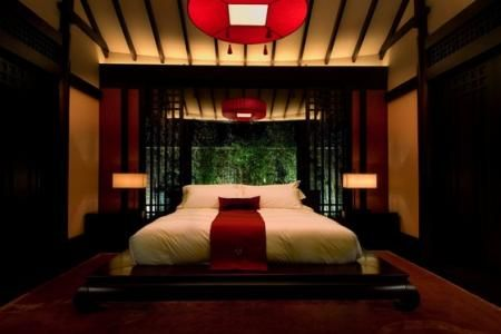 Ideas for decorating bedrooms with an oriental style luxury interior design - Err...looks very much like a wedding night bedroom! Probably more suited for hotels.