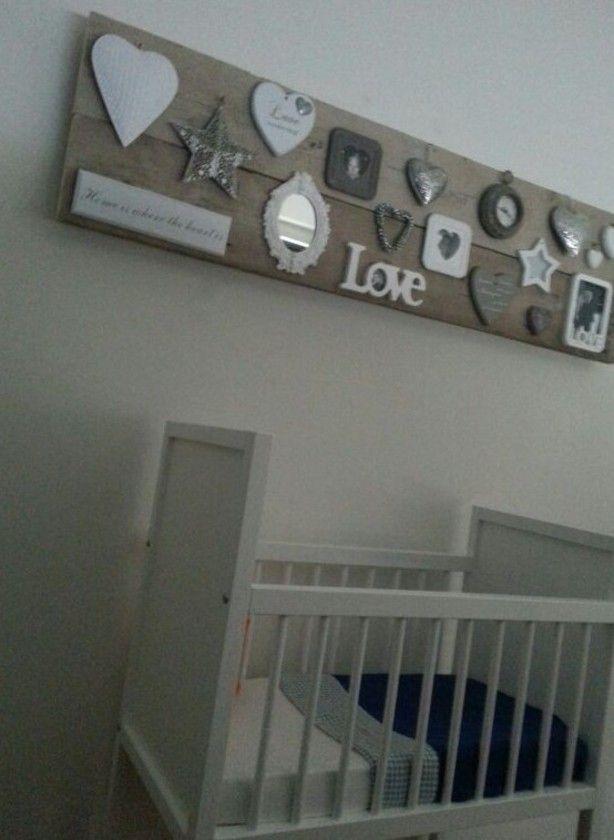 een collage van twee gebruikte steigerhouten planken.