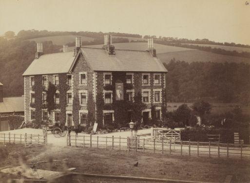 1886-1889  - Dulverton - Devon - Carnarvon Arms Hotel | Photographe : W.J. Cleaver