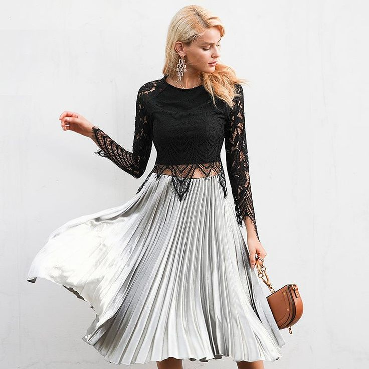 """This gorgeous mad Skirt is the perfect day to make a Twilight Look! Shop now """"Under The LimeLights"""" link in BIO!  #skirtmurah #girlys #stunningoutfit #smashshops #trendylook #readytowear2017"""