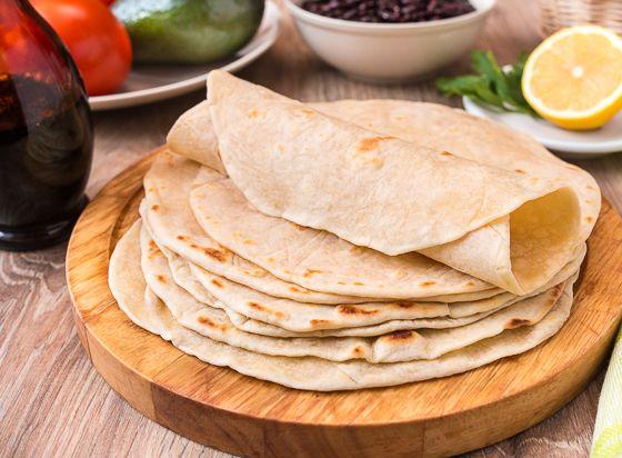 Пшеничные Тортильи... Ингредиенты на 8-10 штук: 320 г муки 1/2 ч.л. соли 75 г сливочного масла 125 мл холодной воды