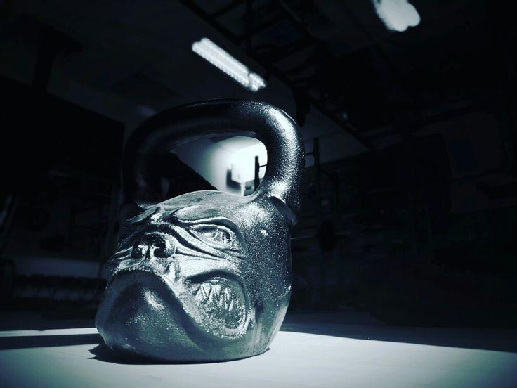 Kettlebell Bulldog style by www.xtrain.hu