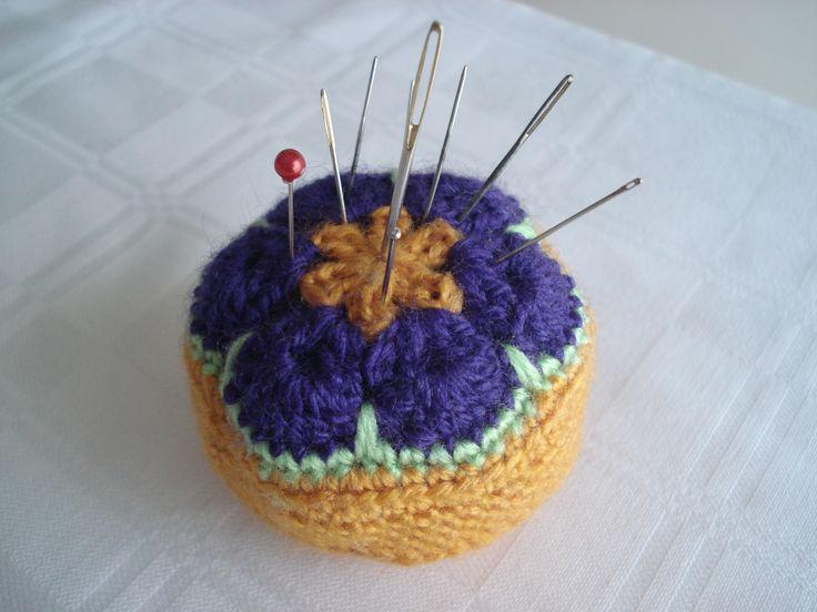Crochet Pincushion ---- Find the pattern here: http://sandra-cherryheart.blogspot.co.uk/2013/01/crocheted-african-flower-pincushion.html