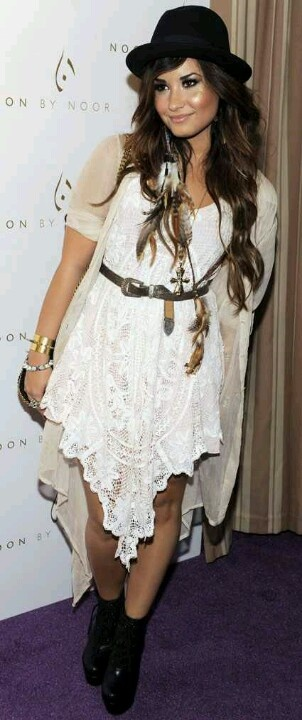 Demi looking perfectly boho rock chic.