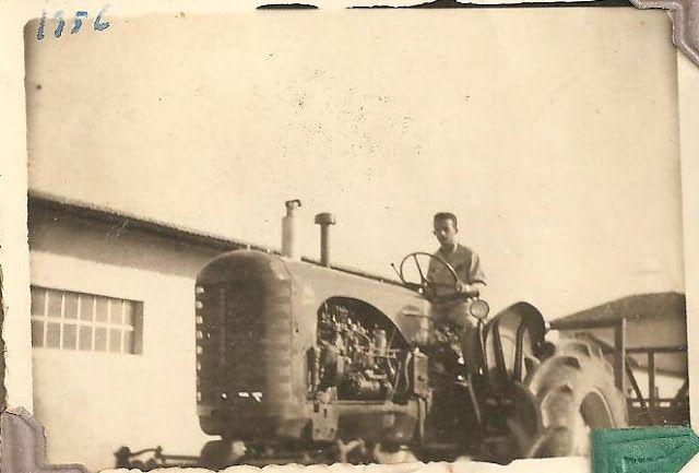 """Tratores Antigos: Fotos Antigas: Massey Harris High Crop em Pernambuco   - Fotografia datada de 1956 mostrando o americano Massey Harris modelo 44 Special Diesel em uma rara versão """"High Crop"""" alta para cultivo. Muito interessante um trator desses ainda mais no nordeste do país provando que os antigos canaviais daquela região já empregavam tecnologia na mecanização. - Uma pena o fotógrafo ter cortado o trator quando poderia tê-lo fotografado por inteiro. A imagem que veio da página…"""