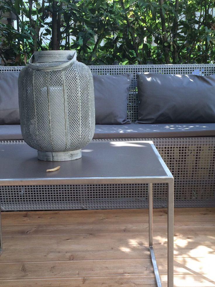 """""""INSOLITO ACCIAIO"""" artigiano tavolino acciaio e gres-divanetto in rete verniciata su misura"""