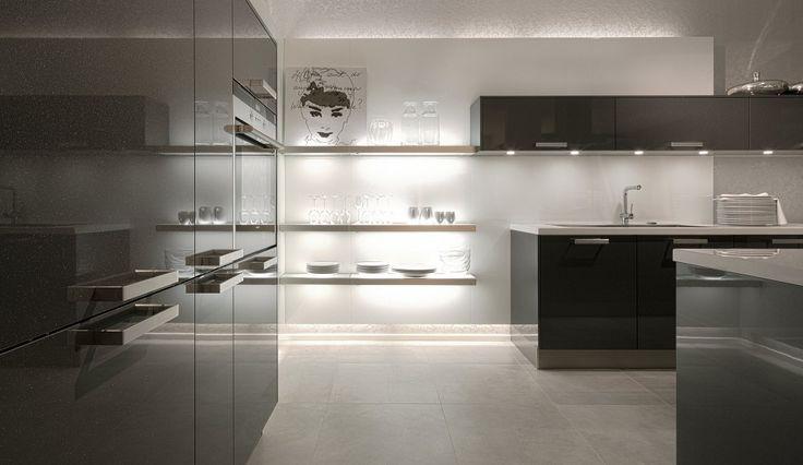 Einbauküche Lizzola Carbon Metallic Hochglanz Lack Schwarze - häcker küchen ausstellung