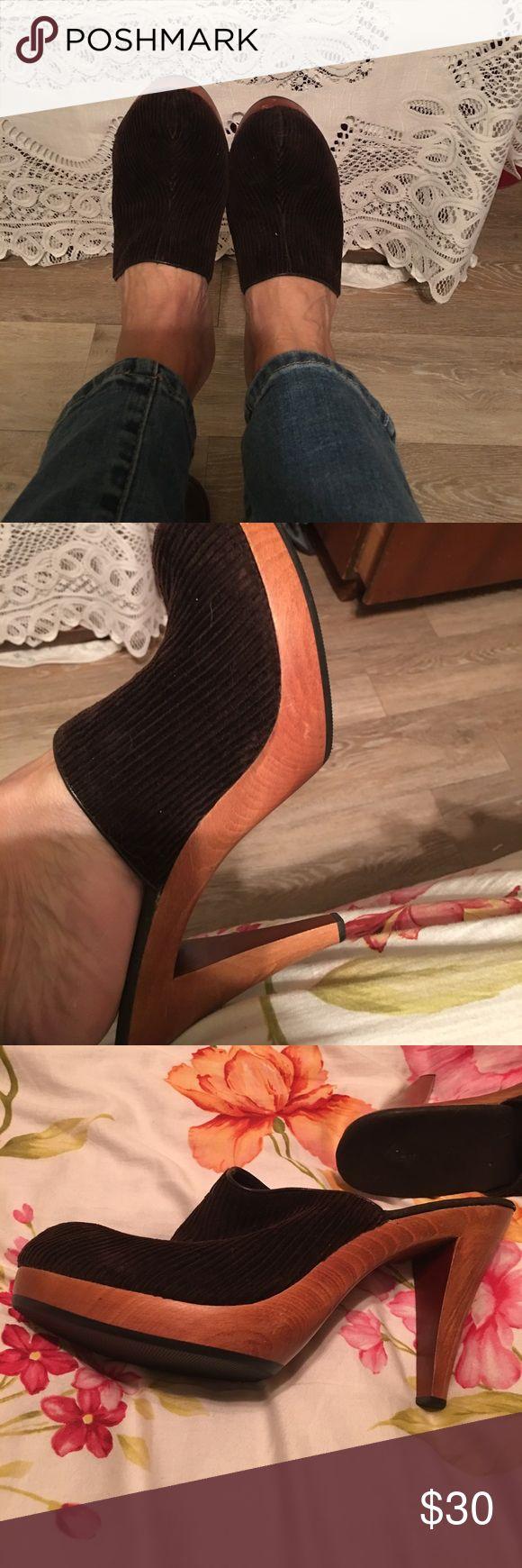 Colin  Stuart Clogs Brown corduroy  upper, wooden soles. Super cute. Size 8 1/2 Colin Stuart Shoes Mules & Clogs