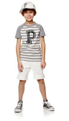 T-skjorter  T-skjorter kan brukes året rundt, og de er lekre både til sommer og vinter. POMPdeLUX har t-skjorter i mange forskjellige farger og modeller, så det er noe til både store og små gutter. Våre T-skjorter er i lekre myke kvaliteter, og med mange fine detaljer og trykk. Finn din favoritt T-skjorte til hverdag eller kul polo til festlige anledninger. Våre T-skjorter går fra størrelse 80 cm til 152 cm, og det er masse inspirasjon å hente til barnas garderobe.: Robertson Jr t-skjorte