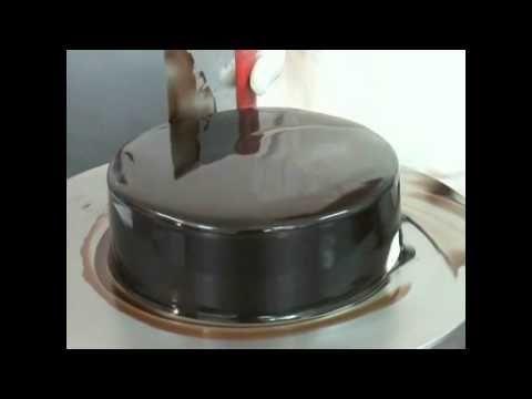 Bulgarian text : Огледалната глазура е нов продукт,с който при заливане на тортата или изделието получавате идеален гланц и мека заливка,която не изсъхва и не замръзва при температура от -18*С до +4*С и не губи гланц. Подходящо за гарниране,за украса на сладкарски изделия,сладолед и сладоледени торти,както и за овкусяване.  English text :The mirr...