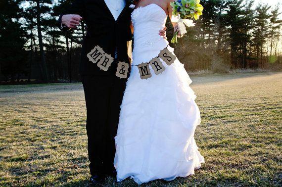 15 Unique Props to Make Your Wedding Photos Last a Lifetime | Weddingbells