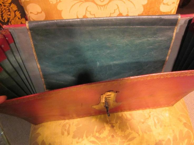 Cartable, intérieur (Anne Marie Despas, Proantic.com)