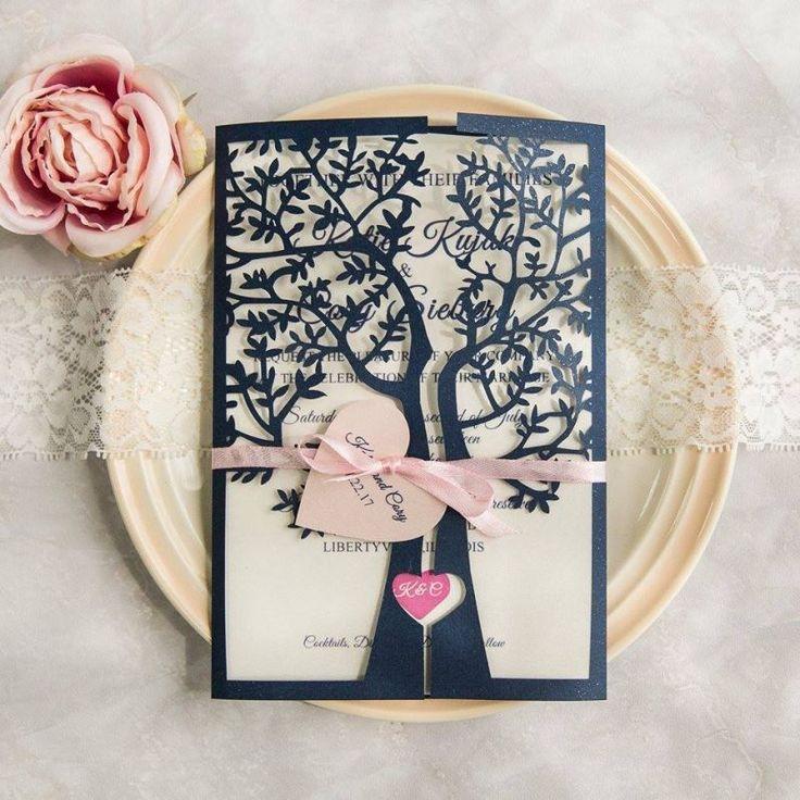 Hermosa invitación  Xv años elaborada en corte láser diseño de un árbol cuando se cierra en el centro del tronco forma un corazón  #invitacionesdexv #tienda #cortelaser #azul #ondinecollection #df2018