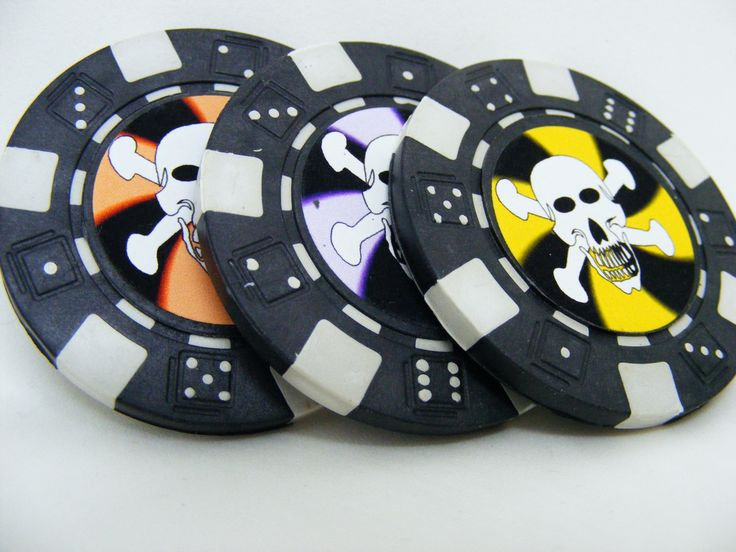 Skull Poker Chips for a Haunted Game of Poker/Fish Extender Gifts/Golf Ball Markers - pinned by pin4etsy.com