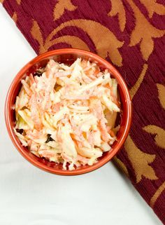 Koolsalade of Coleslaw is altijd lekker bij een barbecue, op een broodje of als bijgerecht bij een hoofdmaaltijd. Zoek je nog een recept van koolsalde - coleslaw?