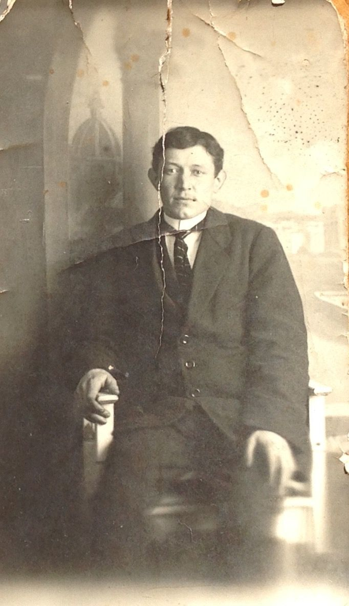 Jan Molengraaf, age 22. Born19 febr 1891 Zevenbergen  Died 16 okt 1976 Breda