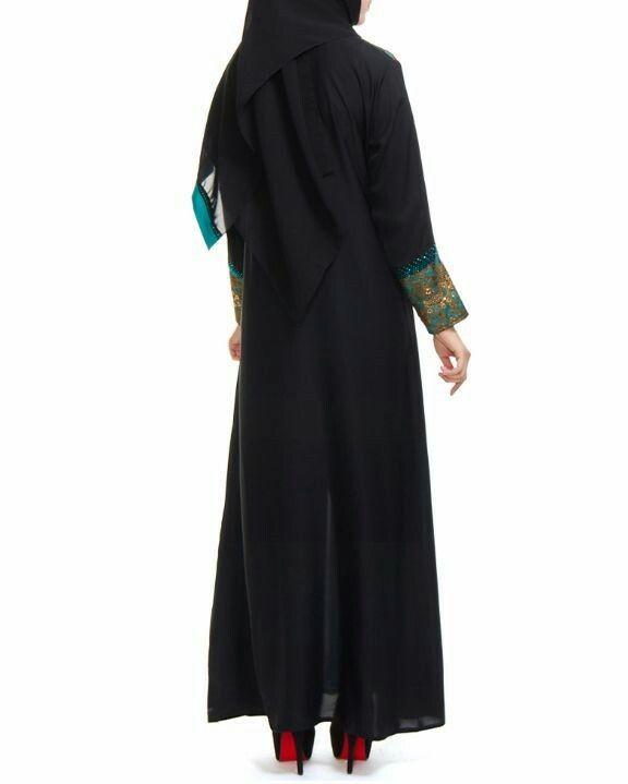 Jubah abaya hitam turqoise dan lace emas pandangan depan. Belakang tanpa sulaman