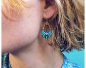 Boucles d'oreilles en micro macramé bleu turquoise et doré - Forme goutte - Boho chic