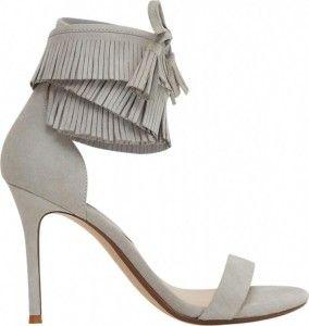 Deze prachtige grijze suède sandalettes vind je nu voor de helft van de prijs, ze zijn nog maar €29,99 ! #koopje #dames #mode #schoenen #sandalen #hakken #pumps #heels #sandals #fringe #grey #shoes #women #fashion #sale